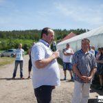 Przybyłych gości witał przedstawiciel HM Clause - Sławomir Mechacki