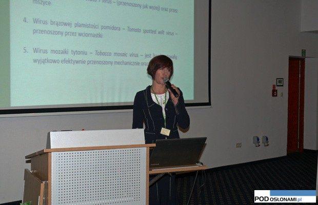 Na temat wirusowych chorób pomidora mówiła dr hab. Natasza Borodynko z Instytutu Ochrony Roślin w Poznaniu