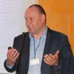Mirosław Korzeniowski z firmy Bayer podczas konferencji Nowe patogeny i choroby roślin w Skierniewicach