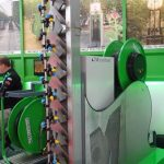 Automatyczny opryskiwacz produkcji firmy Micothon, z pomocniczym strumieniem powietrza, do ochrony upraw wertykalnych, pokazano na stoisku firmy Metazet