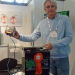 Restrain - generator etylenu, przy użyciu tego urządzenia można przyspieszyć dojrzewanie pomidorów, gaz podany w tej formie nie zostawia pozostałości w owocach