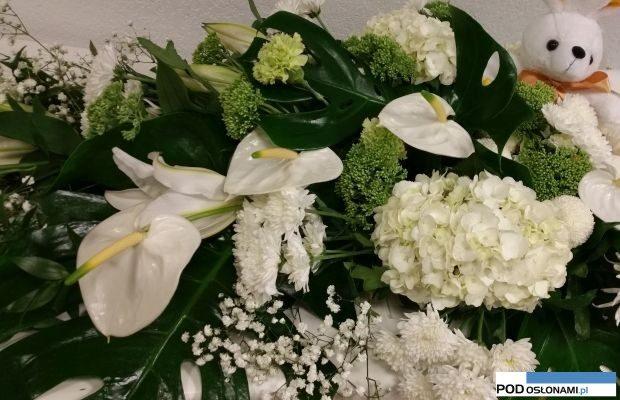 Nicea_białe kwiaty_florysci w holdzie ofiarom zamachu z 14-07_2016