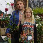 """Bianka i Przemysław Godlewscy (""""Ogrody o zielonych progach"""") z jeżówką (Echinacea hybrida) 'Blackberry Truffle'Zielen to ZYcie 2016"""