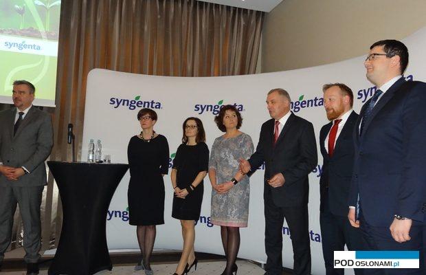 Zarząd i specjaliści z firmy Syngenta podczas konferencji w Iławie prowadzili prezentacje i odpowiadali na pytania dziennikarzy