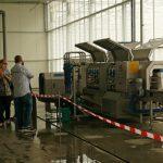 Urządzenie do mycia i dezynfekcji tac wielokomórkowych