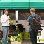Odmiany warzyw z firm Enza Zaden oraz Takii Seed polecał Łukasz Bogaczyk, tu podczas wypowiedzi dla portalu warzywapolowe.pl