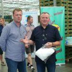 Szklarnie w miejscowości Całowanie odwiedzili m.in. Petr Slavik z firmy Saint-Gobain Cultilene (z lewej) oraz Mirosław Gimla z firmy Lidia Horti-Logistic