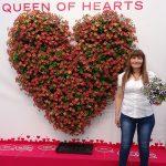 Ayala Zilberman z firmy Danziger prezentuje petunie z grupy Amore - 'Queen of Hearts' (z której utworzono serce) i 'Purple' (nowość)