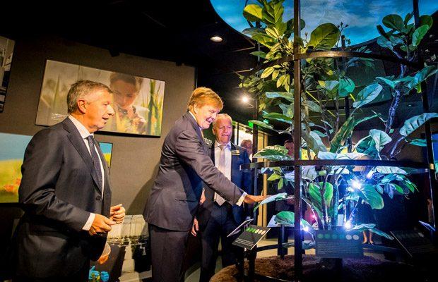 W tym roku firma Koppert obchodzi 50-lecie, w jubileuszowym roku otwarto centrum doświadczalne, w uroczystości uczestniczył król Holandii Wilhelm Aleksander