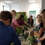 Warsztaty tworzenia roślinnych kompozycji na biurko