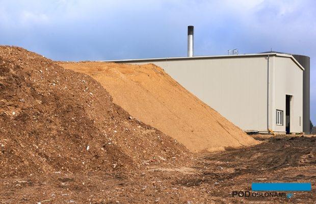 Zrębki drzewne są obecnie najtańszym paliwem, przy wykorzystaniu dobrego pieca można nimi ogrzewać duże obiekty