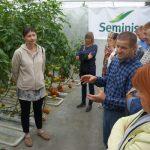 Dr Katarzyna Tykarska-Duchovska (De Ruiter) i właściciel gospodarstwa Tomasz Kaliszewski podczas prezentacji odmiany pomidora Ducovery F1
