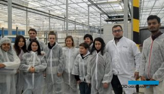 Studenci ogrodnictwa programów międzynarodowych oraz Uniwersytetu Rolniczego w Krakowie podczas wizyty w Borach Malinowskich, Grupa Mularski