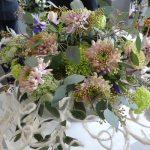 II miejsce za bukiet dla kobiety otrzymał Michał Paś za pracę z udziałem chryzantem o delikatnych, pastelowych barwach kwiatów