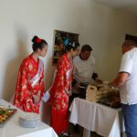 Jedną z atrakcji spotkania był poczęstunek przygotowany przez sushimastera, oczywiście z udziałem pomidorów, asystowały mu hostessy w strojach gejsz - co nawiązywało do japońskiego elementu w hodowli odmian pomidorów malinowych