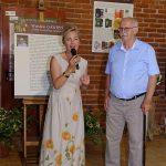 Hanna Grzeszczak-Nowak i dr Wiesław Gawryś (z OB w Powsinie) - otwarcie wystawy cennych opakowań czekolady, których jest on kolekcjonerem