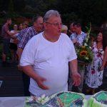 Prof. Tomasz Nowak zastanawia się, czy naruszyć tort o kształcie arboretum.