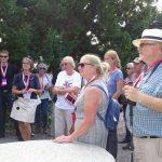 Uczestnicy ISU Summer Days zwiedzają Arboretum w Wojsławicach (4. z lewej dr Jolanta Kozłowska-Kalisz, oprowadzająca po arboretum
