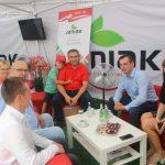 """Święto stanowi możliwość spędzenia czasu rodzinnie dla osób współpracujących z """"zaopatrzeniem"""" - tu właściciele hurtowni Janiak wraz z Wojciechem, Radkiem i Zytą Juńczyk (Cultilene) oraz Markiem Kleparskim (Agril)"""