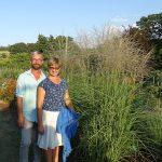 Tomasz i Katarzyna Grochowscy oraz wyhodowany przez nich Miscanthus sinensis 'Fen'
