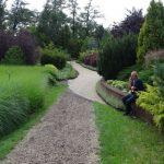 Trojanow_W ogrodzie tym znajduje się dużo bylin, m.in. traw