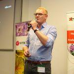 """Prelegentami seminarium """"Potencjał ogrodnictwa miejskiego - jak zaspokoić potrzeby dzisiejszych konsumentów?"""" byli przede wszystkim przedstawiciele firm, które stworzyły Horti Flower Show (tu: Mariusz Federowicz - Florensis)"""
