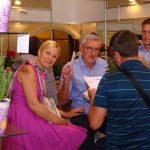 Goście na stoisku firmy Florensis (1. z lewej dr hab. Agnieszka Krzymińska z UP w Poznaniu; obok niej Tomasz Burda z firmy Florensis