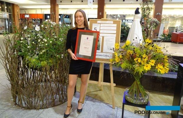 Małgorzata Ladra, tegoroczna absolwentka Studiów Podyplomowych Florystyka na UR w Krakowie zdobyła najwięcej punktów za swoje prace wykonane podczas egzaminu dyplomowego 21 września, fot. A. Cecot