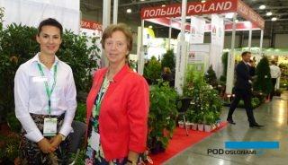 Nadieżda Grigoriewa (z prawej) - dyrektor targów Flowers Expo i Anna Ciepłucha-Kowalska, jedna z wystawców z polskiego stoiska (pod auspicjami ZSzP), fot. A. Cecot