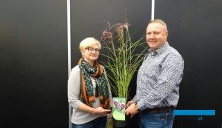 Małgorzata i Artur Majowie prezentują miskant chiński (Miscanthus sinensis) 'Boucle' wyróżniony srebrnym medalem targów GrootGroenPlus 2018, fot. A. Cecot