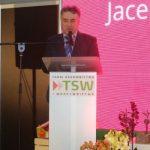 Uroczystość otwarcia targów TSW i wręczenia Nagród im. prof. Szczepana Pieniążka prowadził Jacek Kłudka - dyrektor TSW