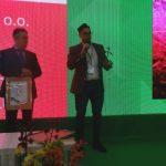 Jakub Lachowski z firmy Plantalux odebrał nagrodę za oderowaną przez ich firmę lampę LED COB Plantalux
