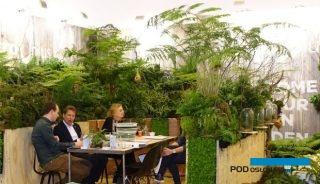 """Podczas targów IPM Essen 2019 można się było m.in. przekonać, że rośnie znaczenie """"zielonych"""" roślin do ozdoby wnętrz (tu: stoisko firmy Vitro Plus), fot. A. Cecot"""