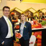 Monika Tenderowicz i Jacek Malinowski z firmy Enza Zaden prezentowali m.in. pomidory malinowe odmiany Enroza
