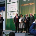 Złotym medalem wyróżniony został system sterowania nawadnianiem INTA EVO z oprogramowaniem SYSINTA, z Przedsiębiorstwa Handlowo-Usługowego Adviser mgr inż. Anna Łukowicz, nagrodę odbierają Katarzyna i Ryszard Łukowicz
