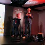 Huib Koerts (z pawej) i Franky van Looveren podczas otwarcia spotkania przestawili informacje na temat marki De Ruiter, należącej obecnie do koncernu Bayer