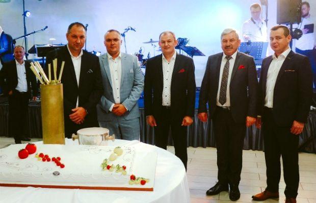 Organizatorzy Dożynek Pomidorowych 2019, od lewej: Hubert Łakomiak, Karol Janas, Marek Sowa, Krzysztof Chenczke oraz Marcin Janiak