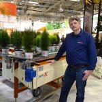Przemo Wrześniewski na stoisku firmy Javo, która prezentowała m.in. stoły buforowe_IPM Essen 2020