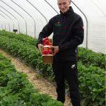 Mateusz Maruszewski zajmuje się sprzedażą owoców oraz działaniami marketingowymi