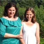 Beata Wasiak z córką Natalią, która zgłosiła plantację do akcji Borówkobrania