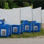 Na plantacji rozstawiono stacje do mycia i dezynfekcji rąk