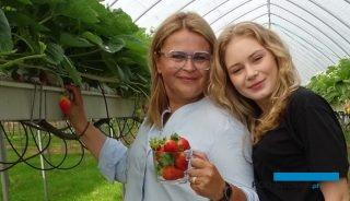Właścicielka plantacji OVOC Aleksandra Pietruszka z córką Amelią
