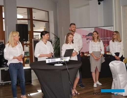 Pracownicy firmy Bayer Crop Science, zajmujący się marką De Ruiter, od lewej Anna Wojciechowska, dr Katarzyna Tykarska-Duchovska, Pauina Janicka, Grzegorz Fic, Maria Lis oraz Marta Jesionek