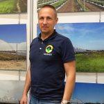 """Łukasz Kłósek, właściciel firmy """"FARMER"""" CO podczas wystawy Zieleń to Życie 2021, fot. A. Cecot"""