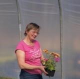 Elżbieta Świetlik - właścicielka gospodarstwa z coraz większą produkcją bylin, których uprawa odbywa się w tunelu foliowym, fot. 1-4 A. Cecot