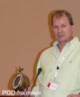 Bjoern Neumann - Dyrektor Monsanto ds. sprzedaży w rejonie EMEA prezentuje nagrodę Fresh Market Award, przyznaną odmianie Tomimaru Muchoo