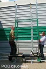 Wózek elektryczny z ręcznie regulowaną wysokością podestu roboczego