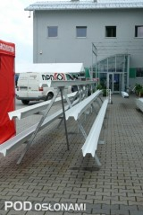 Przykładowa piętrowa konstrukcja do uprawy na rynnach