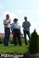 Otwarcie spotkania w Rabie Wyżnej - w środku Józef Bogdał, z lewej Wojciech Wojcieszek z firmy Yara, z prawej Stijn Guerts z firmy Poland Plants
